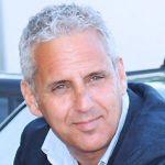 La star Vince Riotta per un'iniziativa nella sua Sicilia